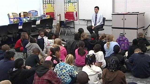 WLKY's Matt Milosevich read to 4th graders.