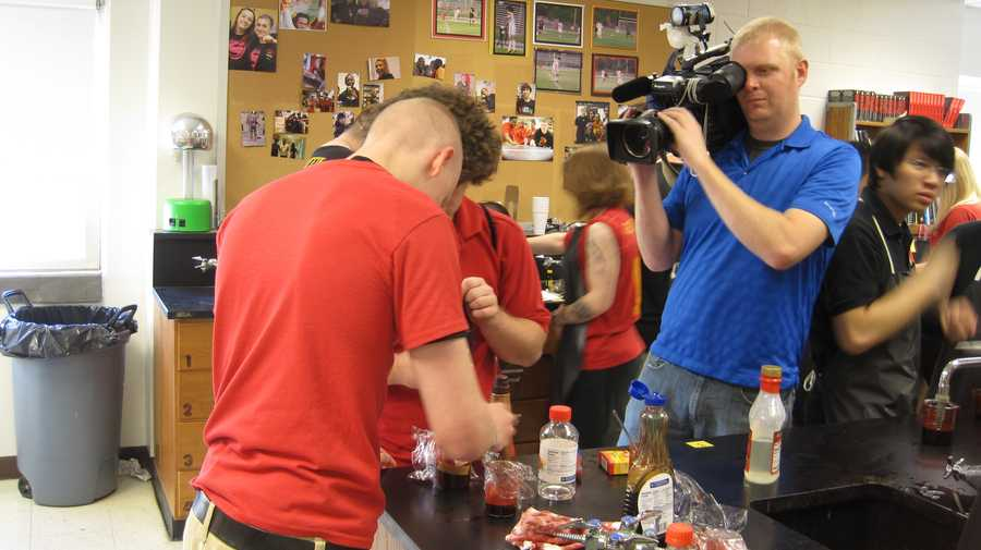 Student Jacob Hass takes a behind the scenes look at WLKY's School Cribs segment at Seneca High School.