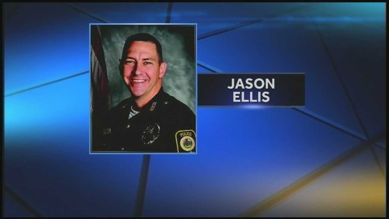 A congressman met with the family of slain Bardstown police officer Jason Ellis to honor him.