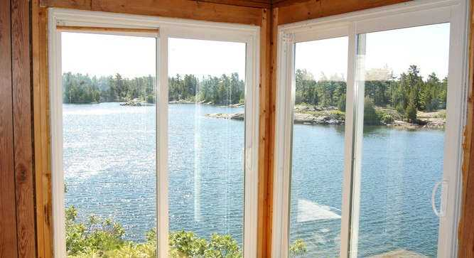 Both are located in its sheltered bay and enjoy a picturesque west view of the Georgian Bay.