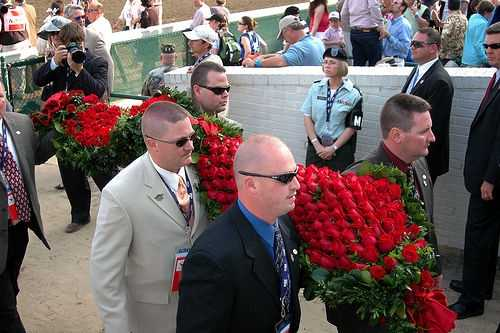 554 roses are in the garland presented to the Kentucky Derby winner each year.