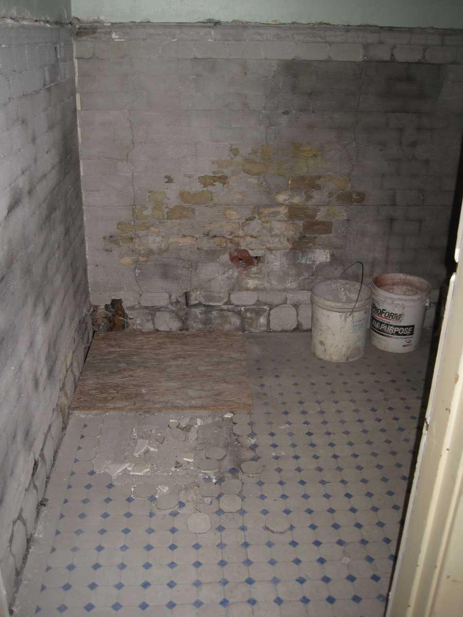Second floor bathroom before