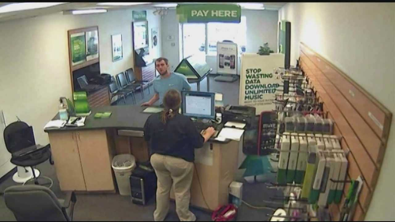 Police: Man stealing iPhones from Clarksville stores