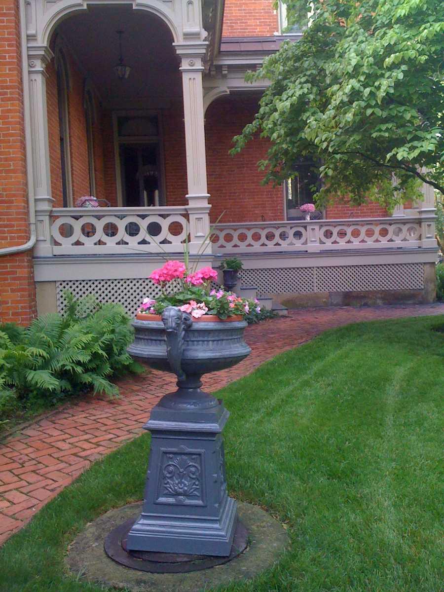 Exterior, Side Porch