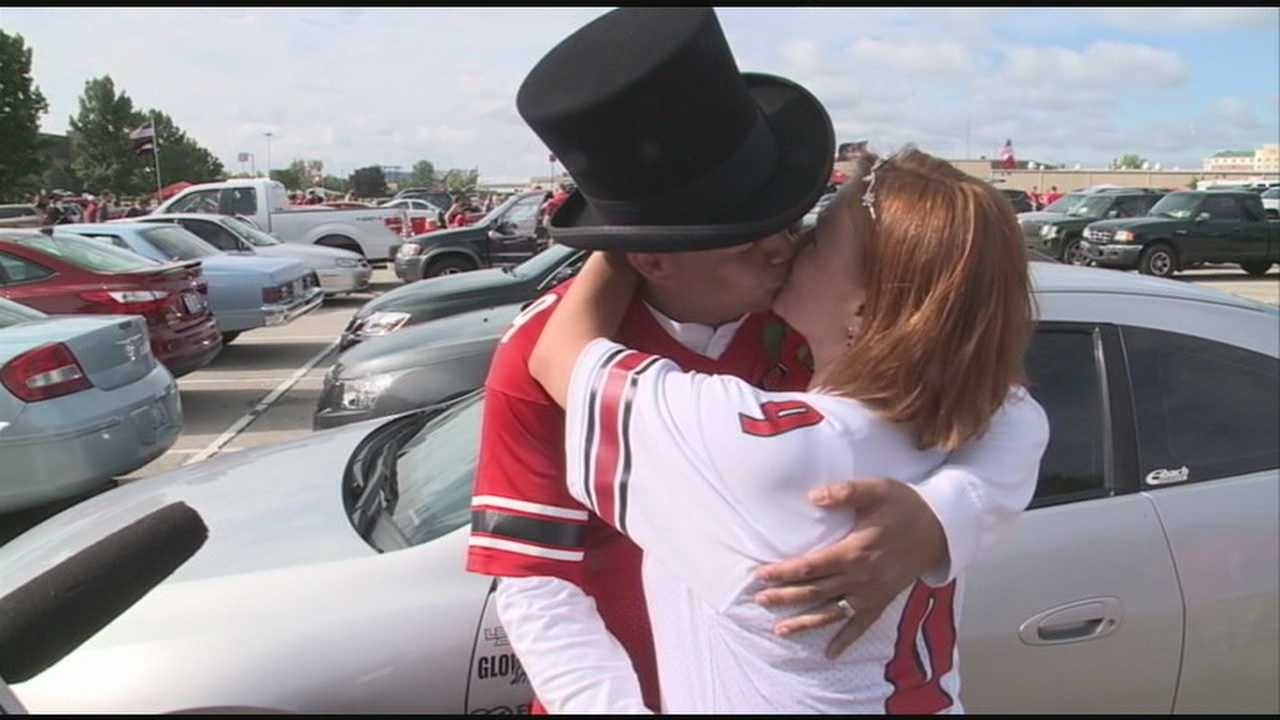 Cards fans tie knot in tailgate wedding