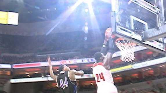 Montrezl Harrell alley oop dunk vs. Kentucky Wesleyan