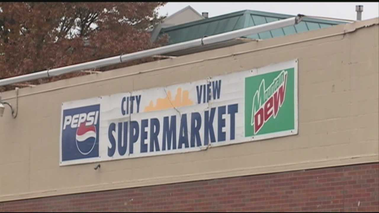 A popular downtown supermarket closed its doors Thursday night.
