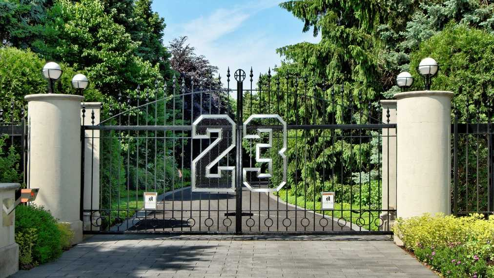 Michael Jordan's home in Highland Park, Ill., is going up for auction in December. Take a look inside the home Jordan lived in for nearly two decades. (Photos and information from ConciergeAuctions.com)