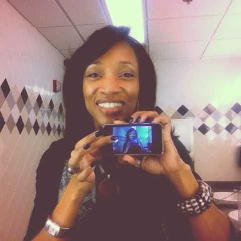 Reporter Ann Bowdan selfies her first selfie!