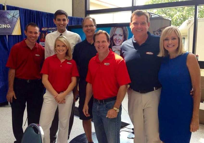 Several WLKY anchors and meteorologists pause for a photo at this year's KY State Fair