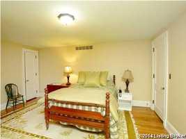 Final guest bedroom.