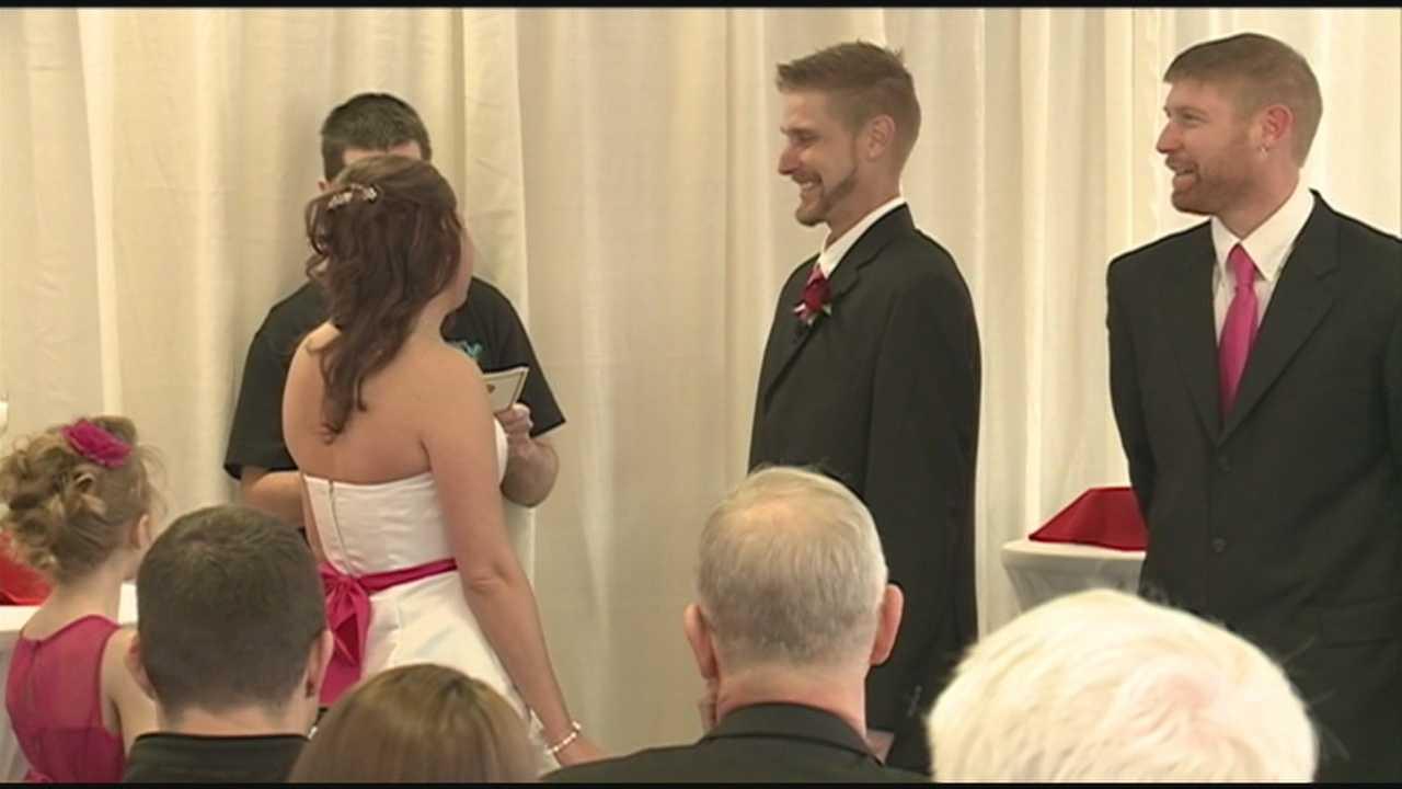 Area couple has wedding at White Castle