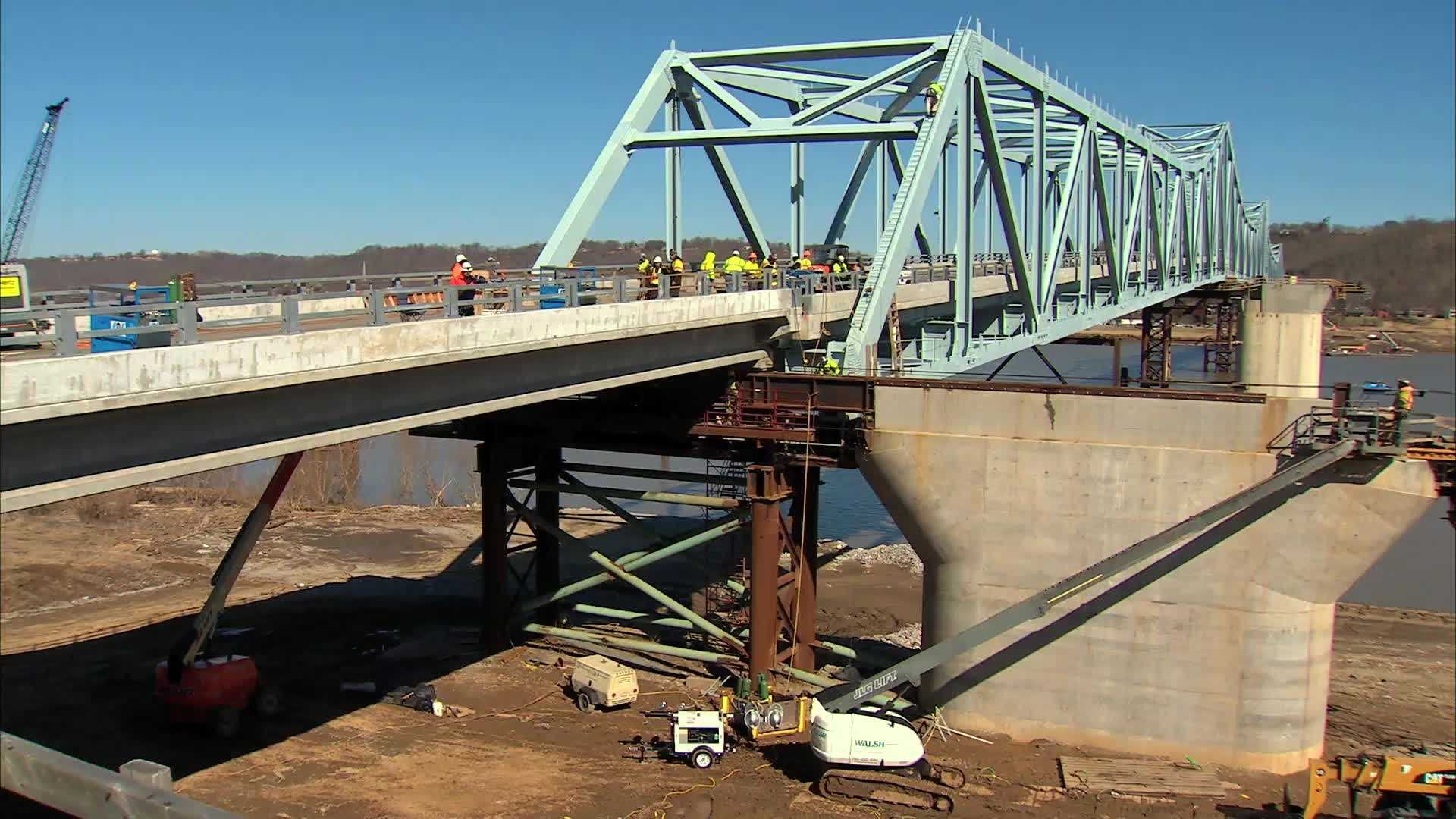 Timelapse: Milton-Madison bridge slides into place