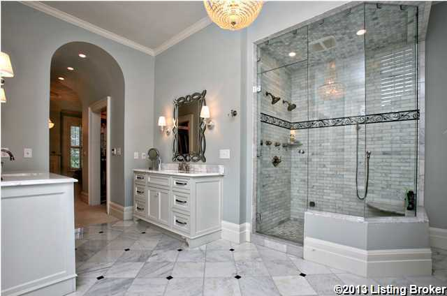 There's also a spacious shower in the en suite bathroom.