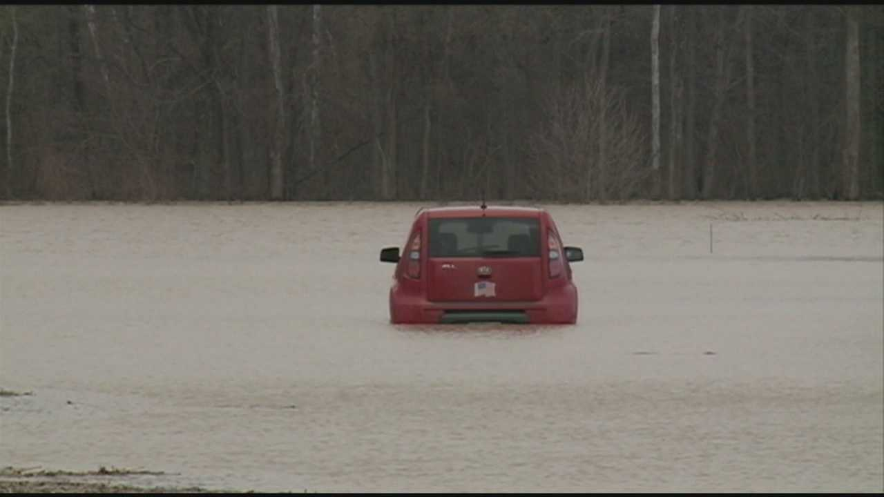 Flooded roads leave some Ind. drivers stranded