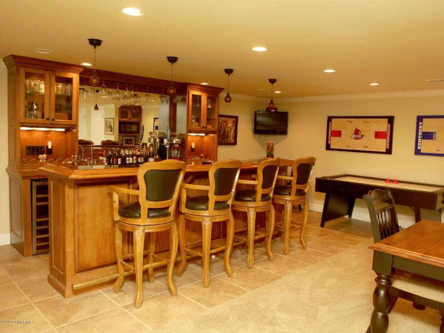 Full bar and kitchenette in the basement as well.