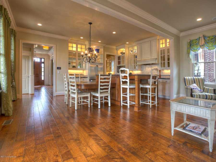 The kitchen also makes room for a dine-in eating space.