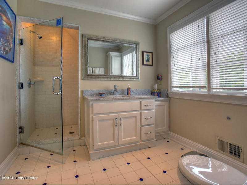 And the final en suite bathroom.