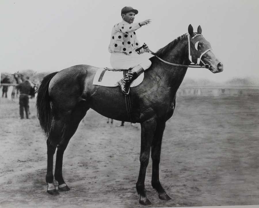 Gallant Fox (1930)Jockey: Earl Sande