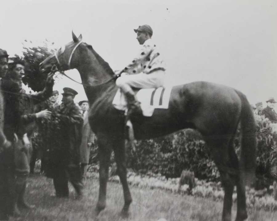 Omaha (1935)Jockey: Willie Saunders