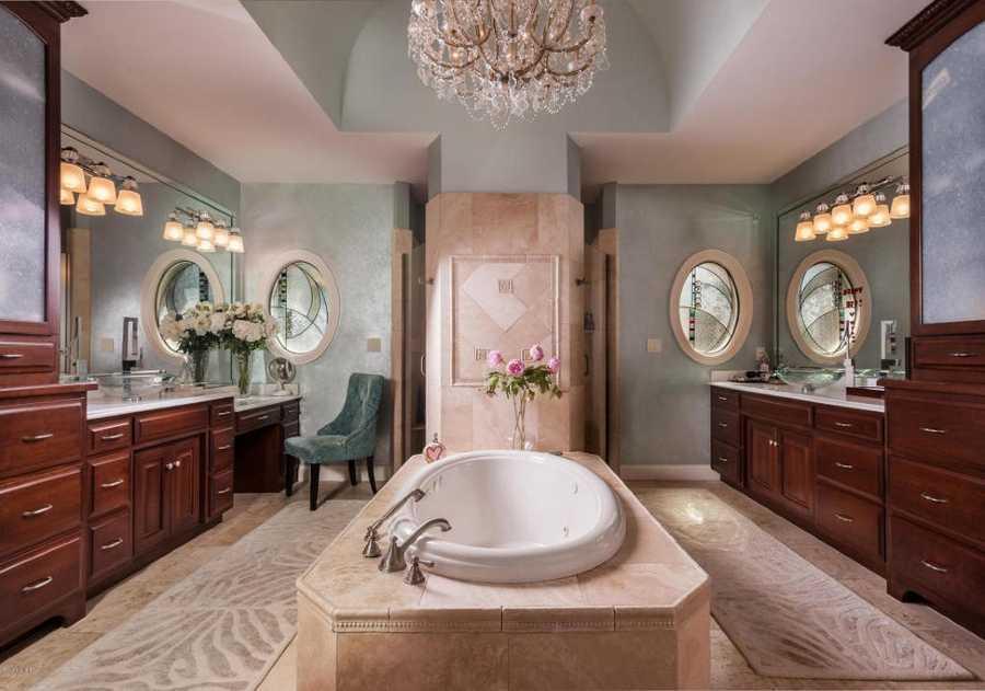 Luxuriate in this glamorous en-suite master bathroom.