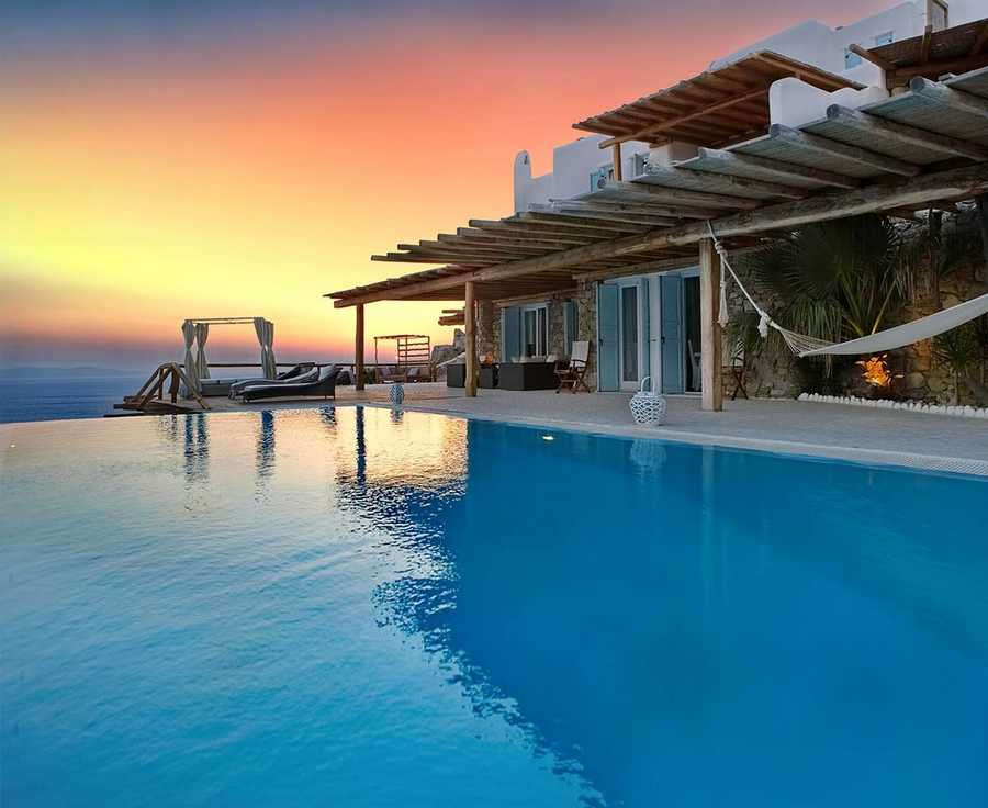 10 vacation rentals with infinity pools that are to dive for - Beautiful panoramic view house to take full advantage of the scenery ...
