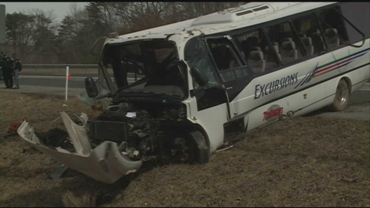 21 people injured in charter bus crash on I-65 South