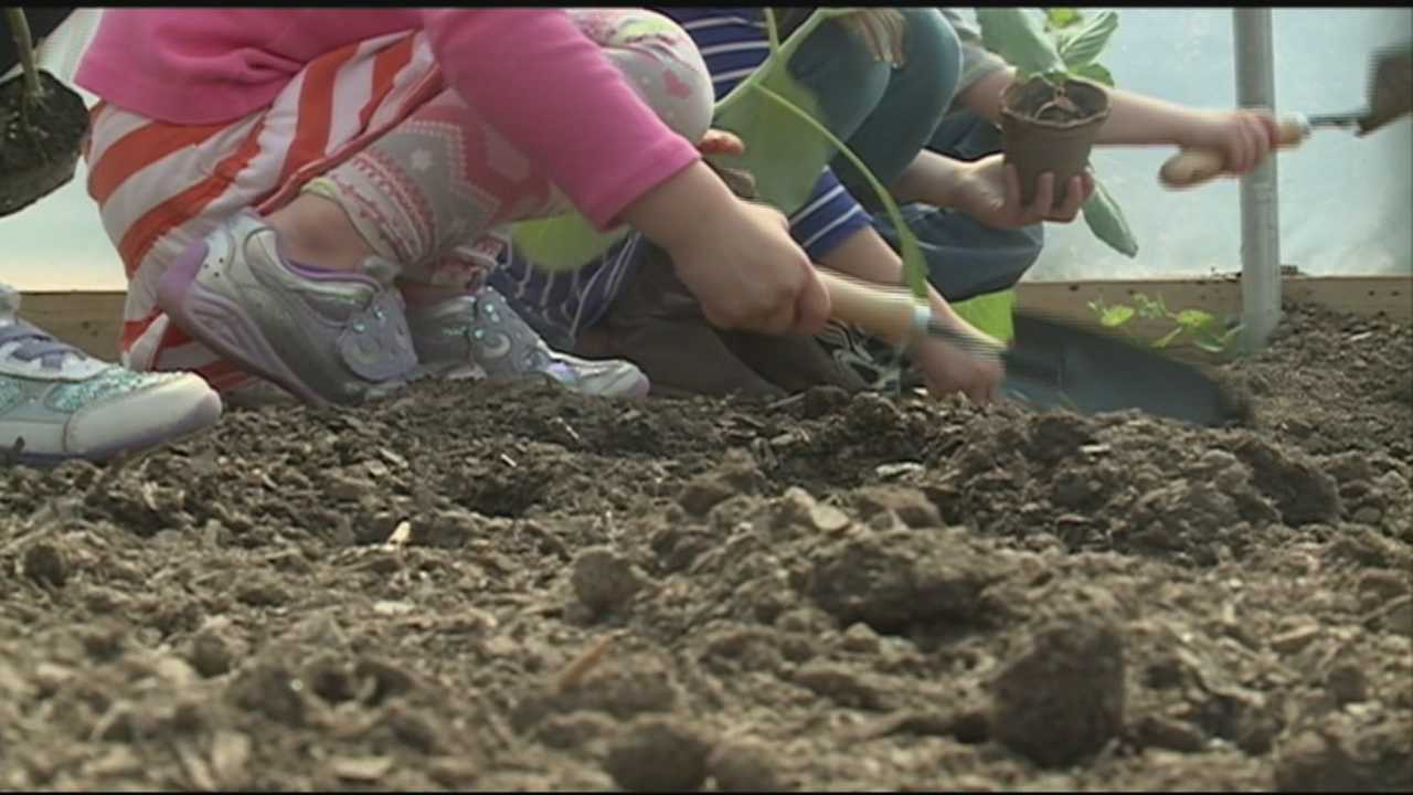 A Louisville elementary school celebrated going green with Kentucky's First Lady Jane Beshear.
