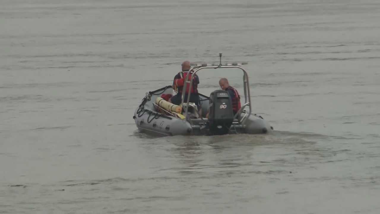 Search crews returned to the Ohio River Monday looking for three people missing since a deadly pontoon crash Saturday.
