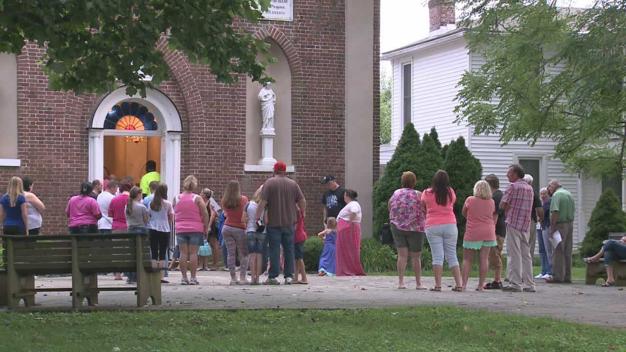 Hundreds gather to pray for missing Bardstown woman