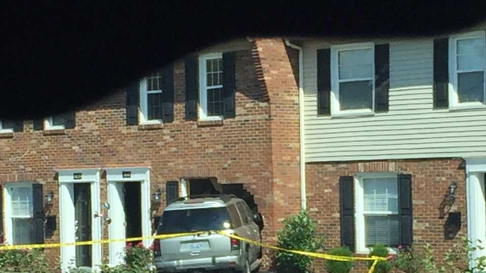 Car smashes into complex in St. Matthews