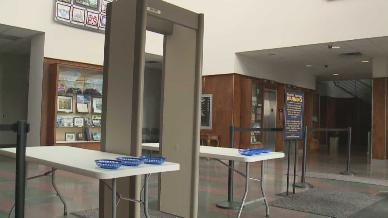 Metal detector prevents knives, guns, crack pipe from entering Clarksville Town Hall
