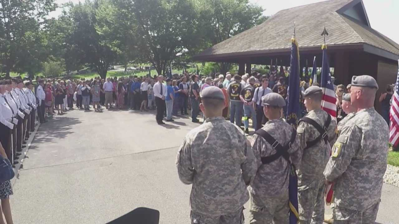Hundreds gather for vet's funeral