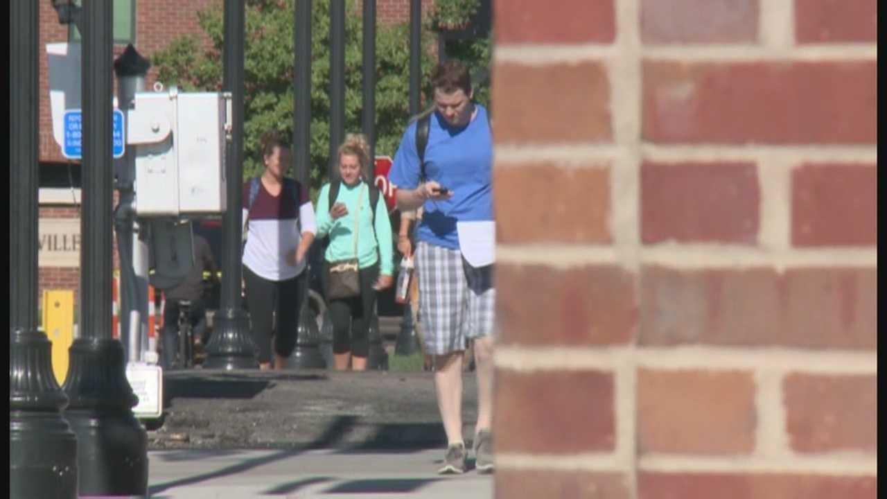 Students headed back to campus Monday as classes started fro the fall semester at UofL.