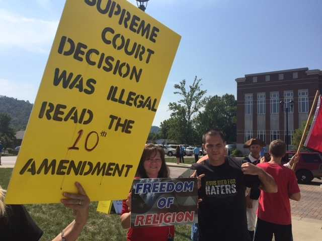 People rally in support of Kim Davis,who has refused to issue same-sex marriage licenses despite a U.S. Supreme Court ruling against her.