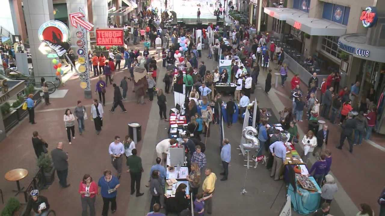 Hundreds attend Give a Day Louisville on Fourth Street