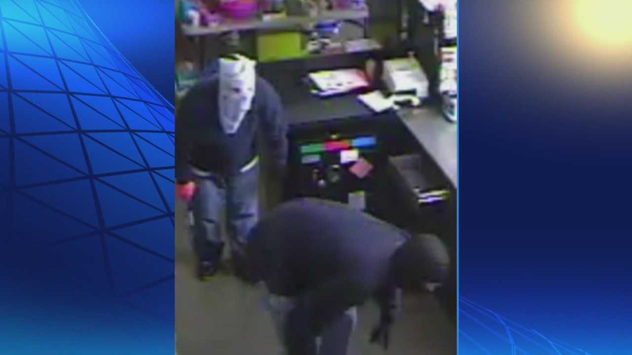 A Hardin County pawn shop is burglarized and security cameras capture it all on tape.