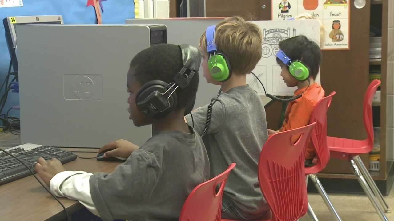 JCPS reaches out to low income minorities during early registration