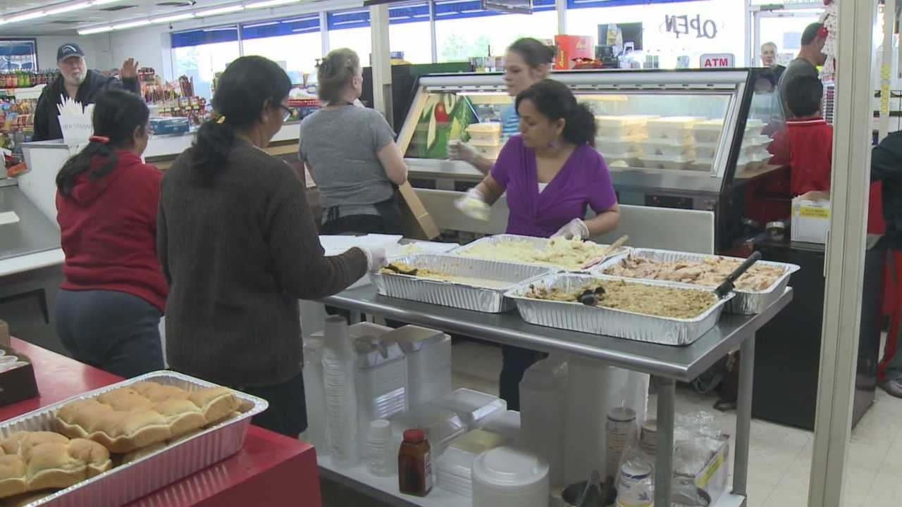 Area convenience store gives away free turkey dinners to community