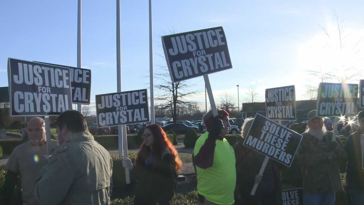 Family, friends rally to bring attention to Crystal Rogers' disappearance