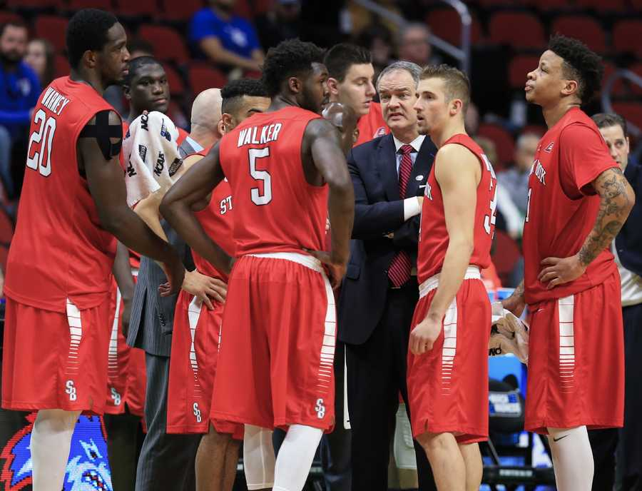 Stony Brook coach Steve Pikiell talks to his players during a timeout in a first-round men's college basketball game against Kentucky in the NCAA Tournament in Des Moines, Iowa, Thursday, March 17, 2016.