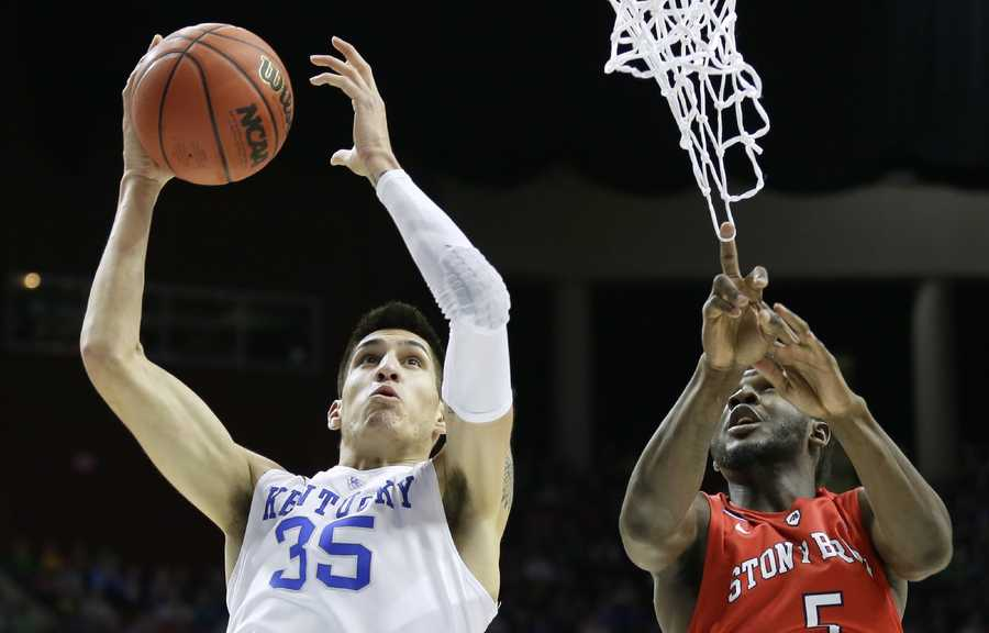 Kentucky forward Derek Willis drives to the basket past Stony Brook guard Ahmad Walker, right, during the first half of a first-round men's college basketball game in the NCAA Tournament, Thursday, March 17, 2016, in Des Moines, Iowa.