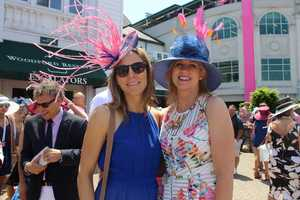 CLICK HERE to see more photos from Kentucky Oaks 2016