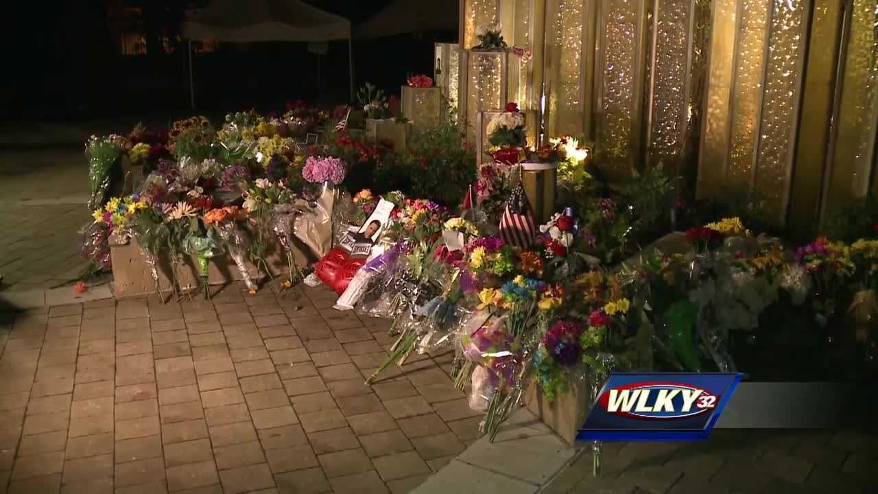 It was after midnight, just minutes after the public learned of the death of Muhammad Ali, that people began arriving to the Ali Center in downtown Louisville.