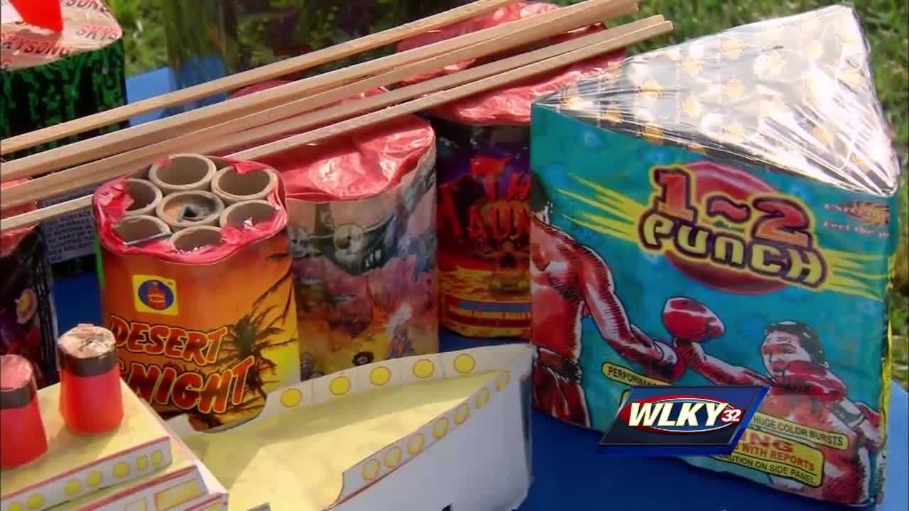 fireworks, explodes, hand, thumb, Gabriel Rock, Mortar firework