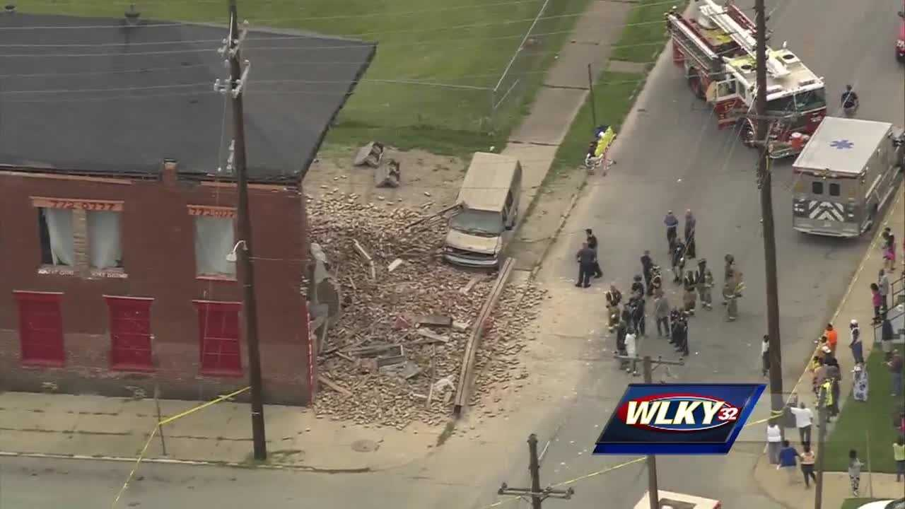 1 person dead after building collapses in Parkland neighborhood