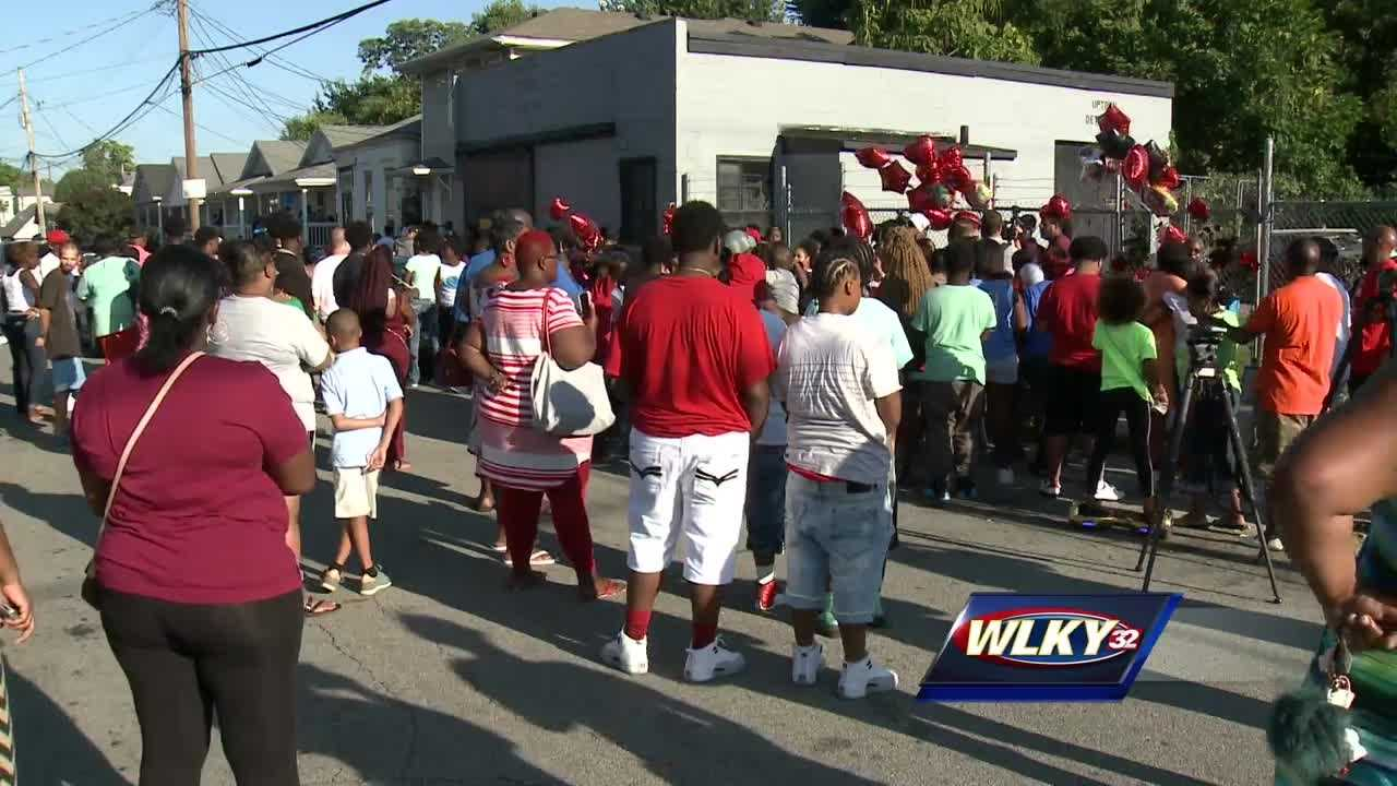 Family members and friends of 14 year old Troyvonte Hurt held a vigil to honor his life.