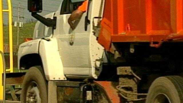 11.02.09 Garbage Truck - 21501998