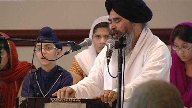 WEST CHESTER, Ohio - Members of the Sikh Temple of West Chester gathered Sunday evening to pray for victims of the Wisconsin shootings and their families.