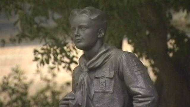 Boy Scouts to report names on 'perversion list'
